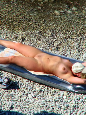 Britney Spears sunbathing in sexy bikini